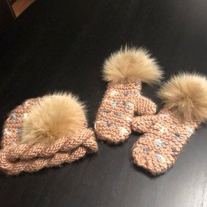 Vintage knit hat and matching fur gloves